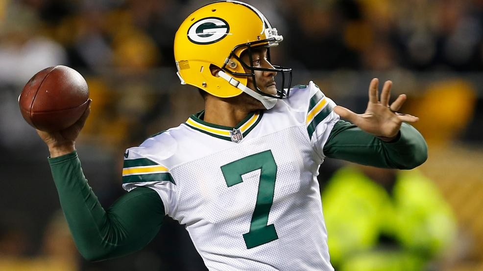 Green Bay Packers Quarterback Brett Hundley 7 Throws A Touchdown P To Randall Cobb During The First Half Of Against Pittsburgh Steelers In